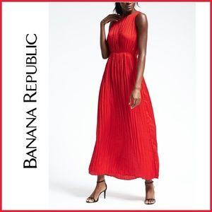 🆕 Banana Republic red Pleated long maxi dress XS